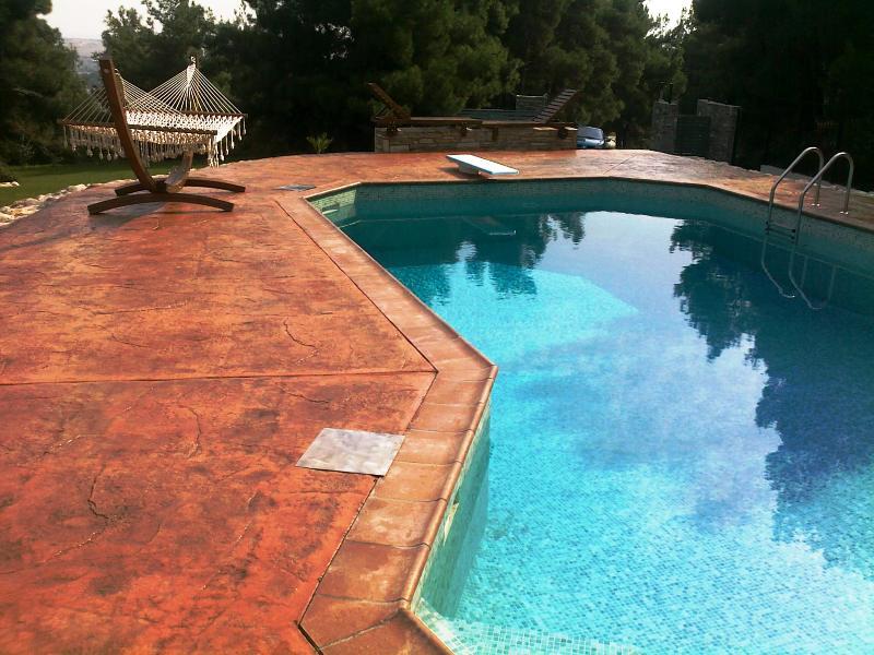 beton imprime autour de piscine