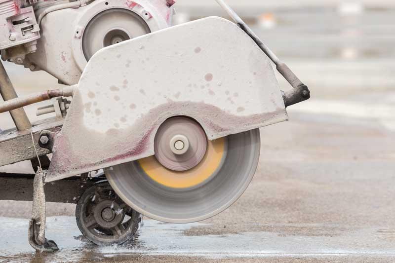 Taglio della lastra di cemento - giunti