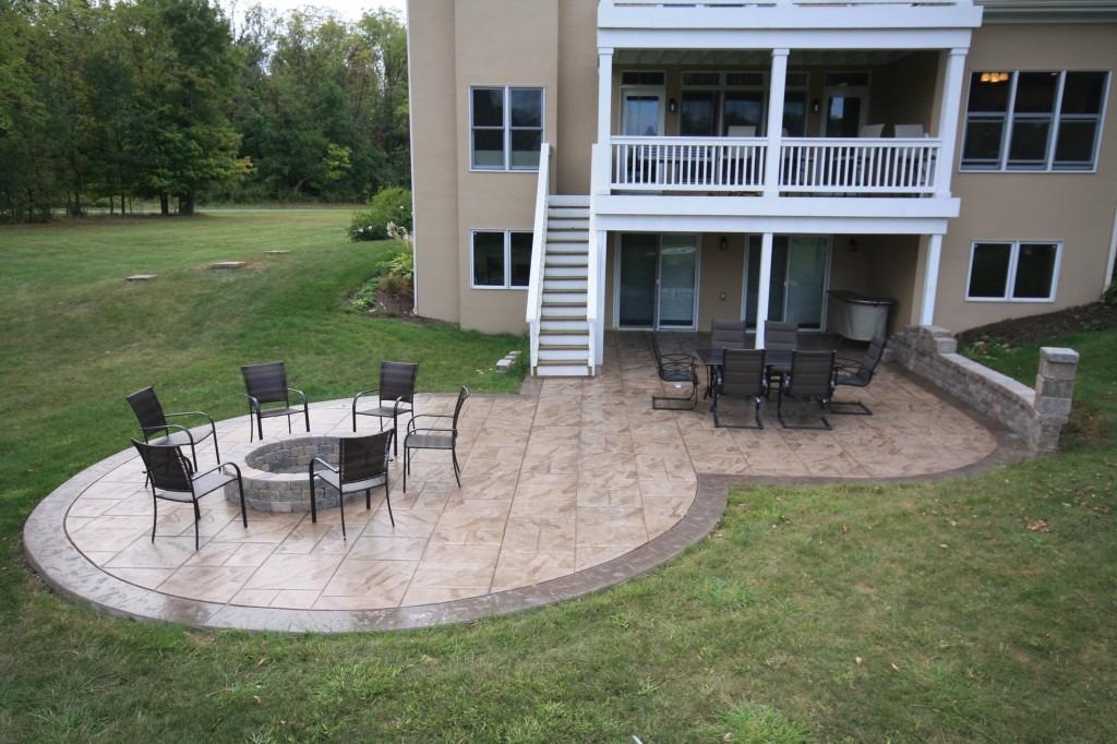 terrasse extérieure en béton décoratif