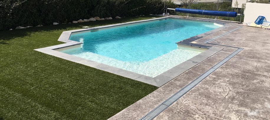 plage piscine béton