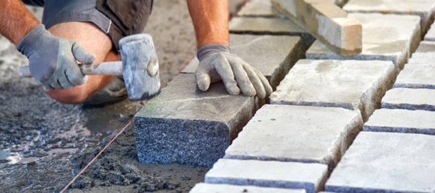 Pose paves en beton maigre