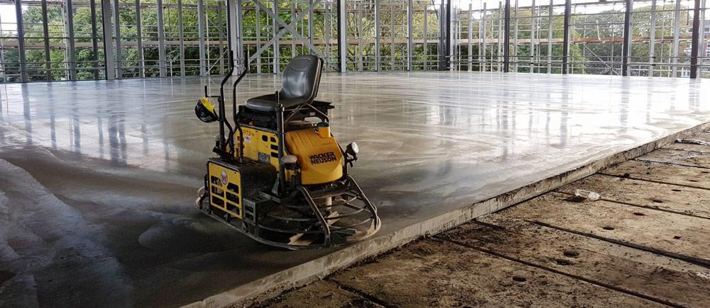 Comment faire un dallage en béton pour un hangar agricole?