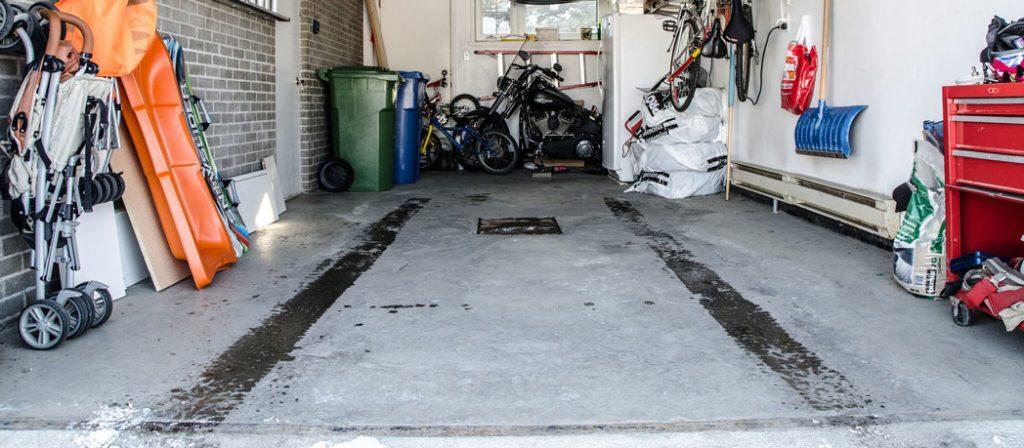 Comment bien nettoyer le sol d'un garage en béton ?
